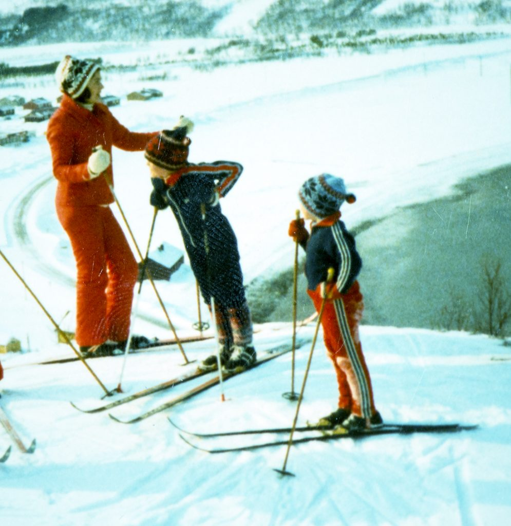 Savner skidressen min. Den var tøff. Savner mamman min og. Ho va og tøff.